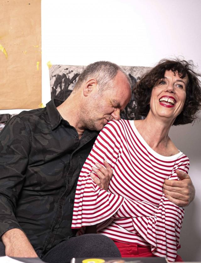 Wolfgang mit dem Arm um die lachende Birgit.